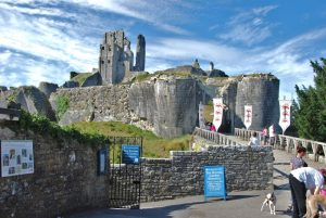 corfe_castle_entrance_-_geograph-org-uk_-_1722689